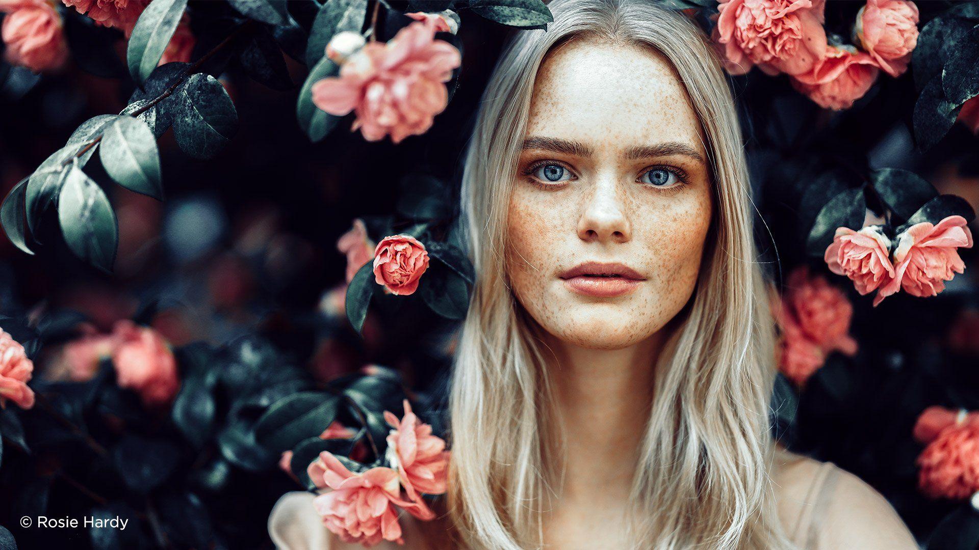 female_model_flowers_rf-85mm-f1-2l-usm_rosie_hardy_171541492177280.jpg