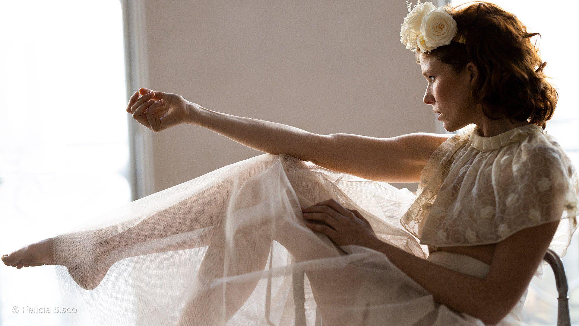 female_model_flowers_white_dress_rf-85mm-f1-2l-usm_felicia_sisco_188402083233707.jpg