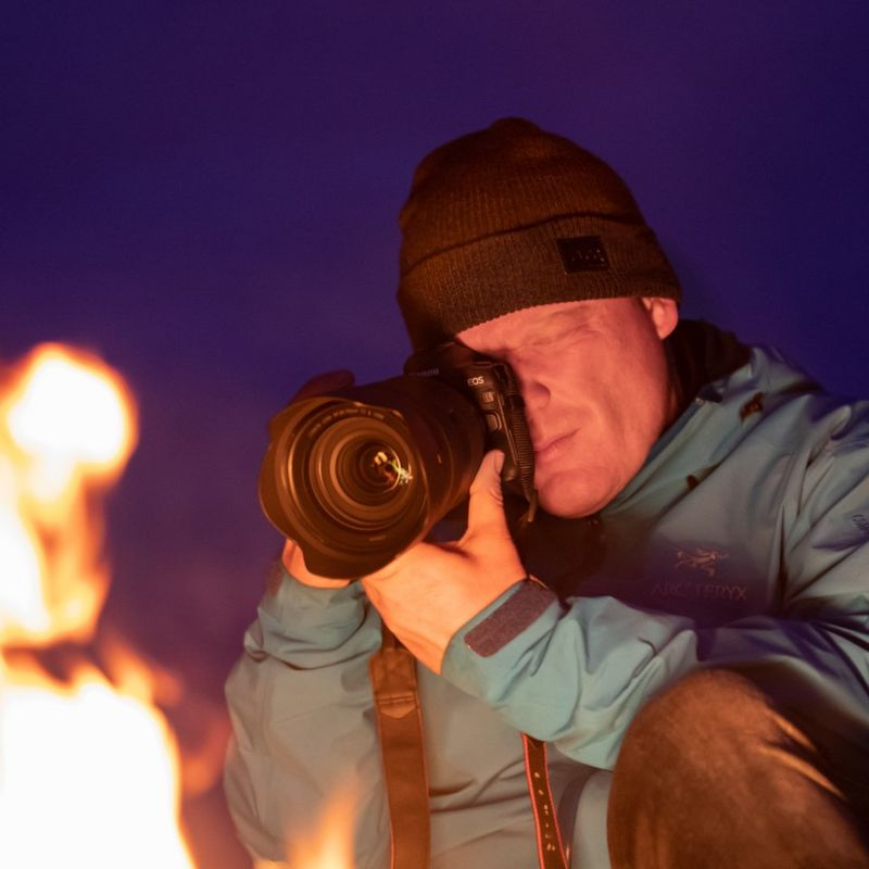 richard-walch-sitting-by-fire-with-canon-eos-r-and-rf-28-70mm-f-2l-usm-lens-ii_127491809682677.jpg